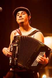 """Joselito Maravillas """"El reverendo del blues"""", acordeonista de La Maravillosa Orquesta del Alcohol (La M.O.D.A.) (Social Antzokia, Basauri, 2016)"""