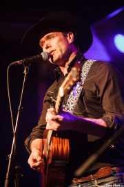 Corb Lund, cantante y guitarrista de Corb Lund and the Hurtin' Albertans (Kafe Antzokia, Bilbao, 2016)