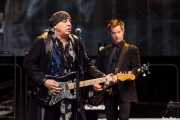 Steven Van Zandt -guitarra- y Garry Tallent -bajista- de Bruce Springsteen and the E Street Band (Estadio de Anoeta, Donostia / San Sebastián, 2016)