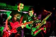 """Iago """"Pezu"""" -voz y guitarra- y Tupeloko -saxofón y armónica- de Screamers & Sinners (Sala Edaska, Barakaldo, 2016)"""