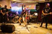 "Iñigo ""Kani"" -guitarra-, Miguel de Sousa -batería-, Beatriz Catalán -voz-, Borja ""Presi"" Mussons -bajo- y Urtzi Larrazabal -guitarra- de The Ribbons (Sala Play Rock, Bilbao, 2016)"