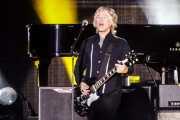 Brian Ray, guitarrista y bajista de Paul McCartney (Estadio Vicente Calderón, Madrid, 2016)