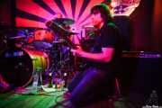 Chechu Brainloster, bajista, cantante y guitarrista de Pow Pow Pows (Phantom Club, Madrid, 2016)
