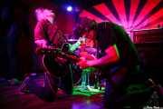 Adolfo Alcocer -guitarra, voz y bajo- y Chechu Brainloster -bajo, voz y guitarra- de Pow Pow Pows (Phantom Club, Madrid, 2016)