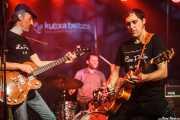 """Juan López -bajo y voz-, Natxo Beltrán -batería- y Alfredo Niharra """"Lee Perk"""" -voz y guitarra- de Lee Perk Trio (Kafe Antzokia, Bilbao, 2016)"""