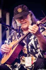 David Lindley, guitarrista y cantante, aquí con el buzuki (Music Legends Fest, Sondika, 2016)
