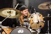Dennis Holm, baterista de Jared James Nichols (Azkena Rock Festival, Vitoria-Gasteiz, 2016)