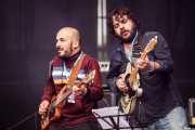 Alfonso Ferrer -bajo- y Amable Rodríguez -guitarra- de Julián Maeso (Azkena Rock Festival, Vitoria-Gasteiz, 2016)