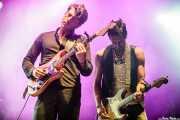 Luke Winslow-King -voz, guitarra, dobro- y Roberto Luti -guitarra, dobro- (Azkena Rock Festival, Vitoria-Gasteiz, 2016)