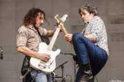 "Joseba B. Lenoir -guitarra- e Iñigo Azazeta ""Anti"" -guitarra- de Sumisión City Blues (Azkena Rock Festival, Vitoria-Gasteiz, 2016)"