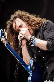Oli Brown, cantante y guitarrista de RavenEye (Azkena Rock Festival, Vitoria-Gasteiz, 2016)