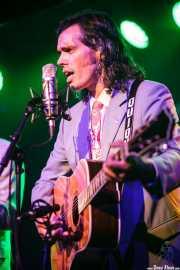Enrique Cubero, cantante y guitarrista de Los hermanos Cubero (Kafe Antzokia, Bilbao, 2016)
