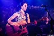 Miren Narbaiza, cantante y guitarrista de Joseba B. Lenoir Gang (Kafe Antzokia, Bilbao, 2016)