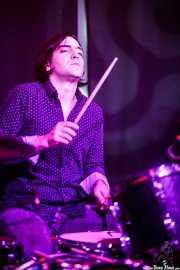 Felix Buff, baterista de Joseba B. Lenoir Gang (Kafe Antzokia, Bilbao, 2016)