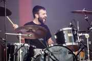 Nicolas Armendariz, baterista de Begiz Begi (Bilbao BBK Live, Bilbao, 2016)