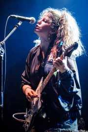 Carlotta Cosials, cantante y guitarrista de Hinds (Bilbao BBK Live, Bilbao, 2016)