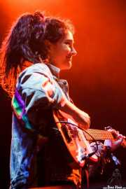 Ade Martín, bajista de Hinds (Bilbao BBK Live, Bilbao, 2016)