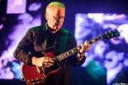 Bernard Sumner, cantente y guitarrista de New Order (Bilbao BBK Live, Bilbao, 2016)