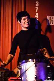 Daniela Kennedy, baterista de The Limboos (Satélite T, Bilbao, 2016)