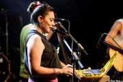 Xandra de la Vega, cantante, ukelele y xilofonista de Mud Candies (Kafe Antzokia, Bilbao, 2016)