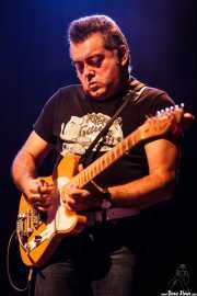 Salomón Molina Martín, guitarrista de Marcos Sendarrubias (Kafe Antzokia, Bilbao, 2016)