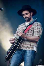 Joss Santos, cantante, guitarrista y Pedal Steel Guitar de Indigos (Mundaka Festival, Mundaka, 2016)