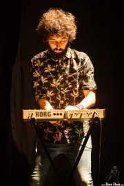 Alex Barrio, cantante y guitarrista de Gerente aquí tocando el teclado (Bilborock, Bilbao, 2016)
