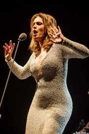 Ainhoa Arteta, cantante soprano, interpretando Voces de cine (Aste Nagusia - Abandoibarra, Bilbao, 2016)