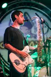 Ibai Gogortza, guitarrista y saxofonista de Joseba Irazoki eta lagunak (Aste Nagusia - Algara Txosna, Bilbao, 2016)