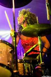 Úrsula Strong, baterista de Niña Coyote eta Chico Tornado (Aste Nagusia - Algara Txosna, Bilbao, 2016)
