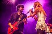 Edurne con el guitarrista de su banda (Aste Nagusia - Abandoibarra, Bilbao, 2016)