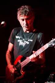 José Berrot, cantante y guitarrista de Buffalo (Sala Azkena, Bilbao, 2016)