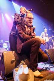 "Andrew Warner -batería-, Slim Cessna -voz-, Jay Munly ""Munly Munly"" -voz, banjo y guitarra- y Lord Dwight Pentacost -guitarra y banjo- de Slim Cessna's Auto Club (Kafe Antzokia, Bilbao, 2016)"
