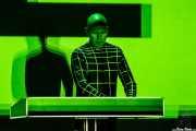 Henning Schmitz, percusionista electrónico y efectos de Kraftwerk (Museo Guggenheim, Bilbao, 2016)