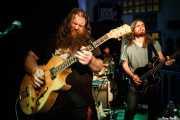 Christy O'Hanlon -voz y guitarra-, Gev Barrett -batería- y Steven McGrath -bajo- de Crow Black Chicken (La Nube Café Teatro, Bilbao, 2016)