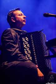 Ian Watson, teclista y acordeonista de The Divine Comedy (BIME festival, Barakaldo, 2016)