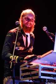 Mr. Goldielocks, cantante, programador, samplers y guitarrista de Alice Francis (Sala BBK, Bilbao, 2016)