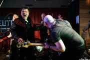 Jim Brady -guitarra-, Eugene Reynolds -voz y guitarra-, Angel Paterson -batería-, Chris Agnew -bajista- y Fay Fife -voz- de The Rezillos (Satélite T, Bilbao, 2016)