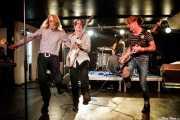 Mike Stax -cantante invitado-, Brian Reilly -bajo-, Lety Beers -batería- y Pat Beers -voz y guitarra- de The Schizophonics (Purple Weekend Festival, León, 2016)