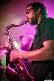 Zigor Martinez -saxofón- y Rubén Salvador -trompleta- (The All Night Horns) de The Allnighters (Santana 27, Bilbao, 2016)