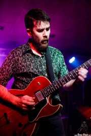 Iñigo Ortiz de Zárate, guitarrista y teclista de The Allnighters (Santana 27, Bilbao, 2016)