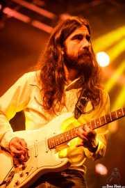 Dani Merino, guitarrista y cantante en el Homenaje a The Concert for Bangladesh. George Harrison (Santana 27, Bilbao, 2016)