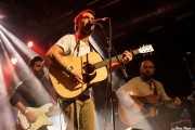 Álvaro Segovia -guitarra-, Charly Uribe -voz y guitarra- y Josu Aguinaga -guitarra- en el Homenaje a The Concert for Bangladesh. George Harrison (Santana 27, Bilbao, 2016)
