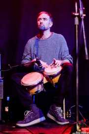 David Beauchamp, percusionista colaborador de The Wave Pictures (Kafe Antzokia, Bilbao, 2017)