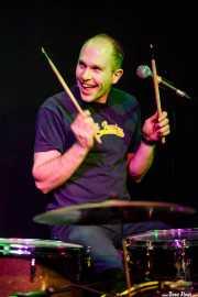 "Jonny ""Huddersfield"" Helm, baterista y cantante de The Wave Pictures (Kafe Antzokia, Bilbao, 2017)"