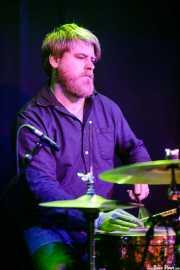 Chris Hepola, baterista de The Cactus Blossoms (Kafe Antzokia, Bilbao, 2017)