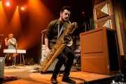 David Carrasco Soriano, multiinstrumentista (saxo,vibrafono,teclado,melódica) de Depedro (Kafe Antzokia, Bilbao, 2017)