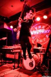 Mike Brandon -voz y guitarra- y Zach Butler -batería- de The Mystery Lights (Kafe Antzokia, Bilbao, 2017)