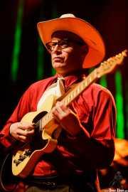 """Juan Leguiza """"El Lega"""", guitarrista y cantante de Los Locos del Oeste (Kafe Antzokia, Bilbao, 2017)"""
