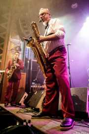 Tom Schlomi Pospiech -saxofón- y Tin Tinious -saxofón- de Ray Collins' Hot Club (Kafe Antzokia, Bilbao, 2017)